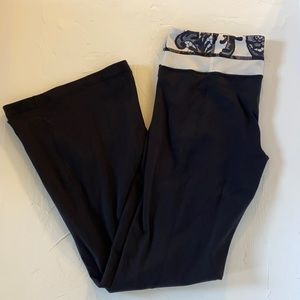 Lululemon Groove Pant. Black and White Lace Floral